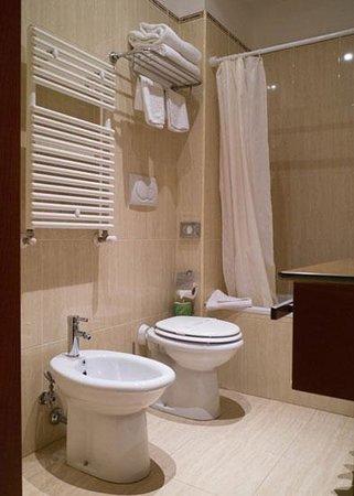 Augusta Lucilla Palace: バスルーム