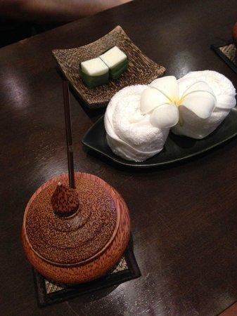 Anantara Bophut Koh Samui Resort : Cold towel and roselle tea