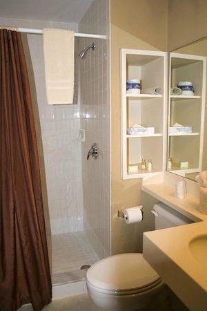 Port of the Islands Everglades Adventure Resort: Main Lodge Room 264 Bathroom