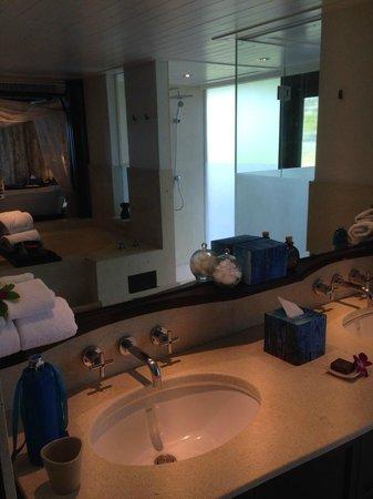 Anantara Bophut Koh Samui Resort: Vanity sinks
