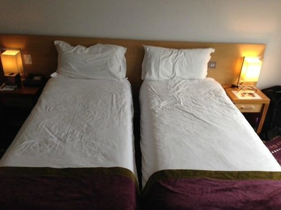 Louis Fitzgerald Hotel: narrow 'twin' beds