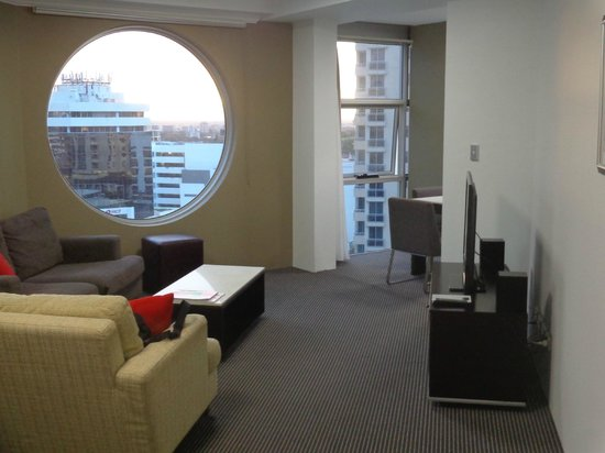Meriton Serviced Apartments Bondi Junction : LR and adjoining eating/dining area