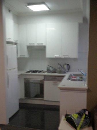Meriton Serviced Apartments Bondi Junction : Kitchen
