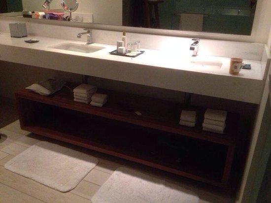 Secrets The Vine Cancun: Sinks