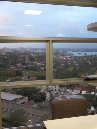 Meriton Serviced Apartments Bondi Junction : View from LR
