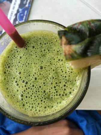 Living Juices: Green beast smoothie