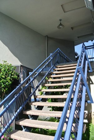 Travelodge Hotel LAX Los Angeles Intl: Stairs