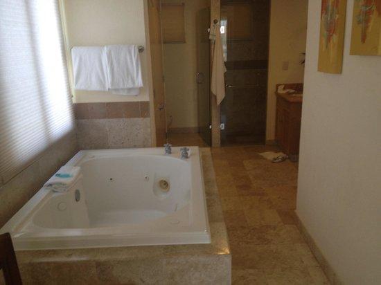 Villa del Arco Beach Resort & Spa Cabo San Lucas : Jacuzzi tub
