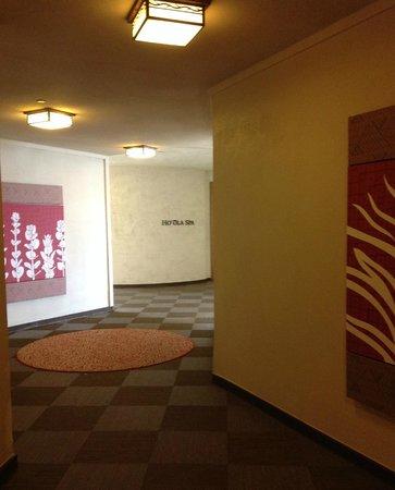 Sheraton Kona Resort & Spa at Keauhou Bay : hallway to the Ho`ola Spa