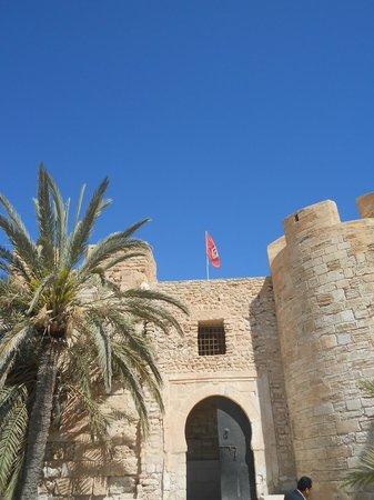 Fort Ghazi Mustapha: Entrada