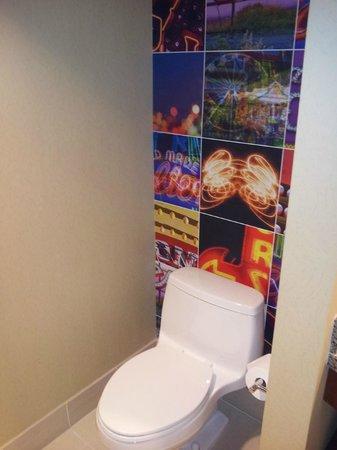 Renaissance Las Vegas Hotel : Bathroom