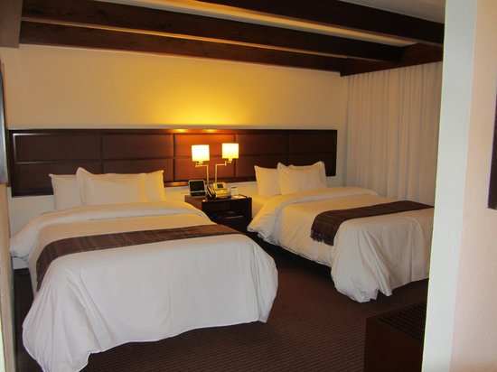 Casa Andina Private Collection Miraflores: Our room - comfortable and clean (although with dim lighting)