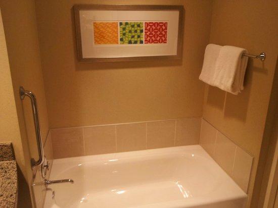 Renaissance Las Vegas Hotel: Bath Tub