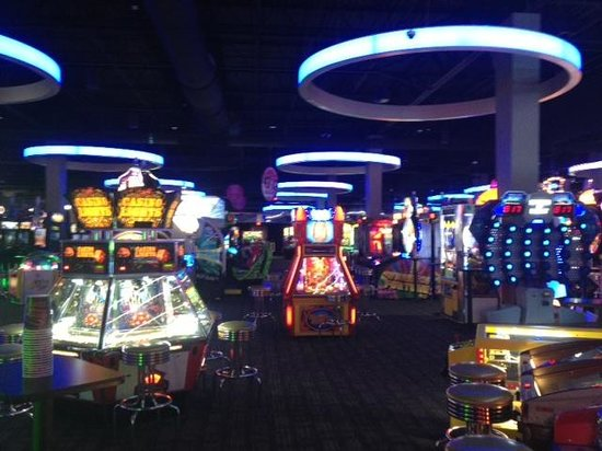 Eat, drink, play and watch sports at your local Dave & Buster's! Fun for the whole gang - no group is too large - Contact a planner today!