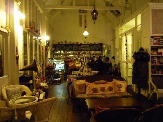 Chivit Thamma Da Coffee House : 店内1