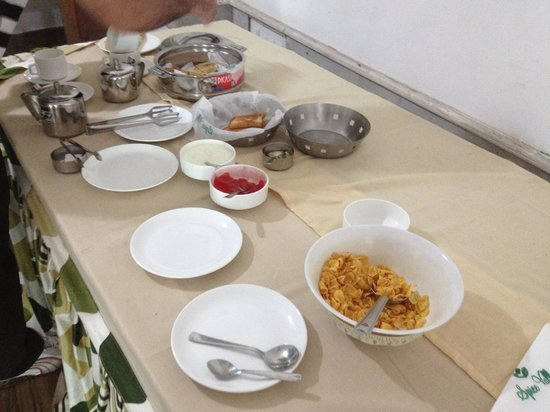 Thekkady Spice Valley Holiday Hotel : the breakfast ensemble. ...Really miser staff. Pathetic is an understatement