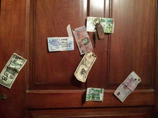 Casa Tortuga: Dinheiro de vários países