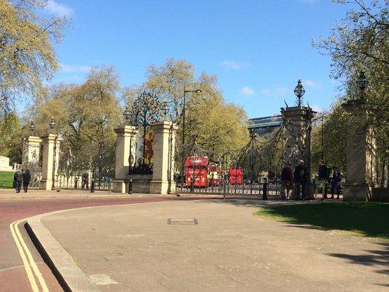 Hyde Park : Front gate