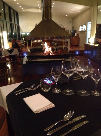 Pethers Rainforest Retreat: Warm up by the fire !