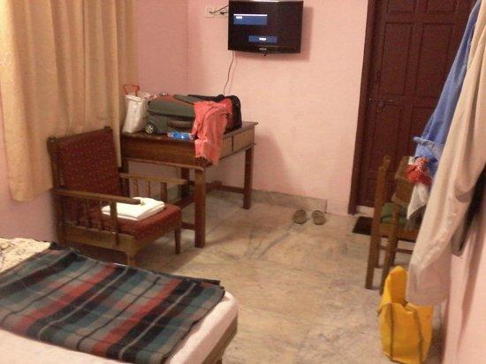 Dhanyasree Inn: deluxe dbl bedded  room