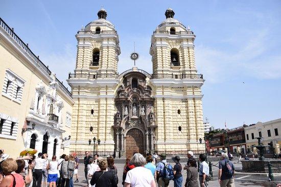 Iglesia y Convento de San Francisco : Exterior
