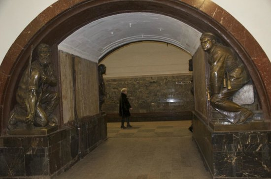 Metropolitana di Mosca: Statues on the Metro