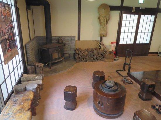Kaminoyu: 玄関にある暖炉