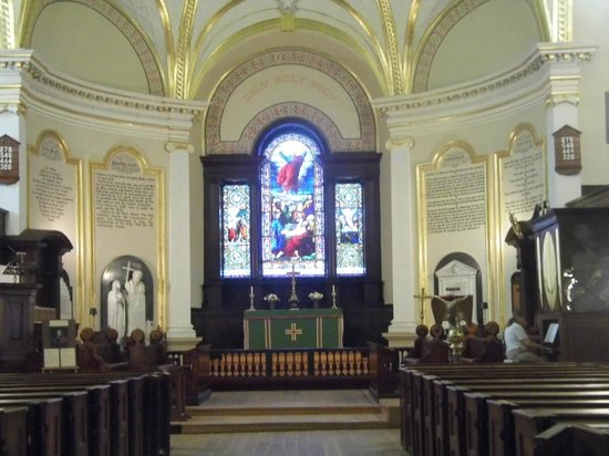 Cathedral of the Holy Trinity: Beautiful Interior and Altar