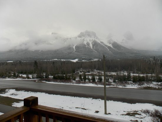 StoneRidge Mountain Resort: Mountain view from room (snowy morning)
