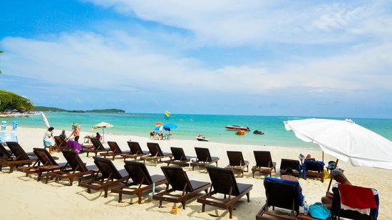 Chaweng Buri Resort : the beach