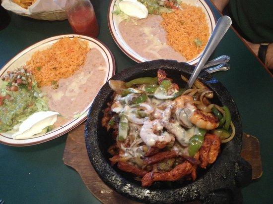 Restaurants That Serve Food In Molcajete