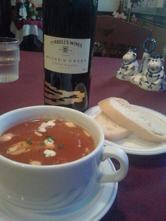 De Bonte Koe: A very tasty Tomato Soup...nothing fancy...just pure good delicious bowl of soup to start the me