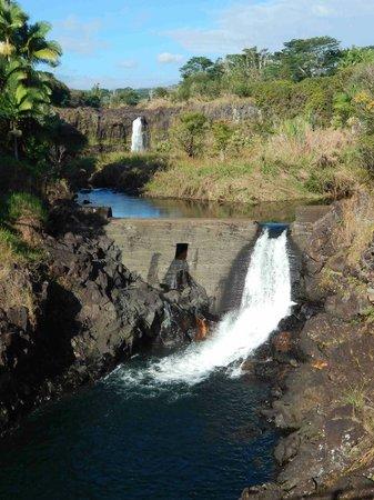 Wailuku River State Park: Wai'ale Falls from  bridge
