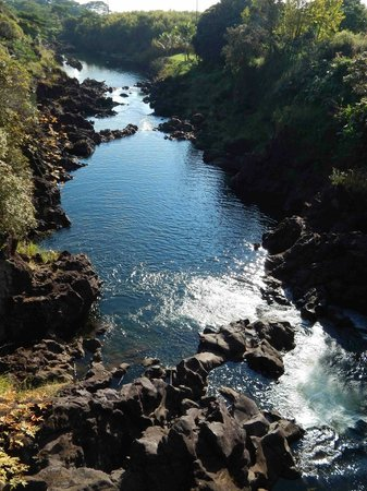 Wailuku River State Park: Other side of bridge from Wai'ale Falls