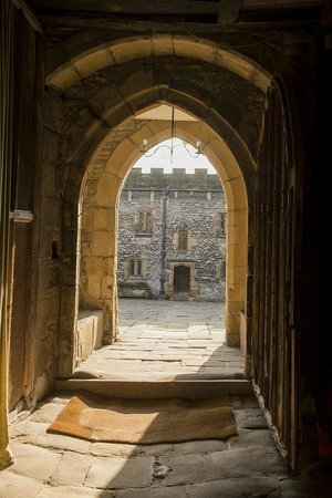 Haddon Hall : Doorway