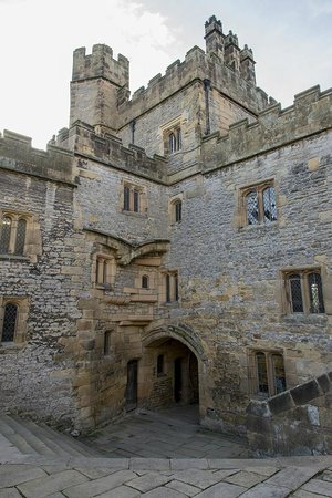 Haddon Hall : Stone Courtyard