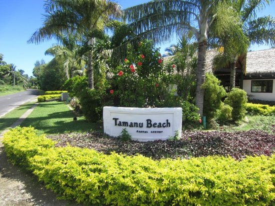Tamanu Beach: road entrance