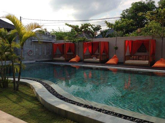 Anantara Vacation Club Bali Seminyak: The main pool is a bit small