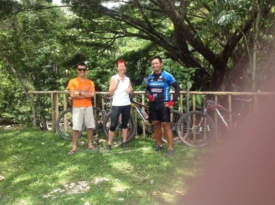Bike Borneo: Top guides Christian and Alvin with Gilly