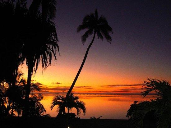 Tamanu Beach: sunset
