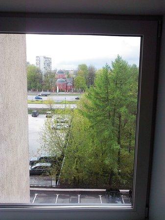 Maxima Slavia: Вид из окна (номер 501) в сторону Ярославского шоссе