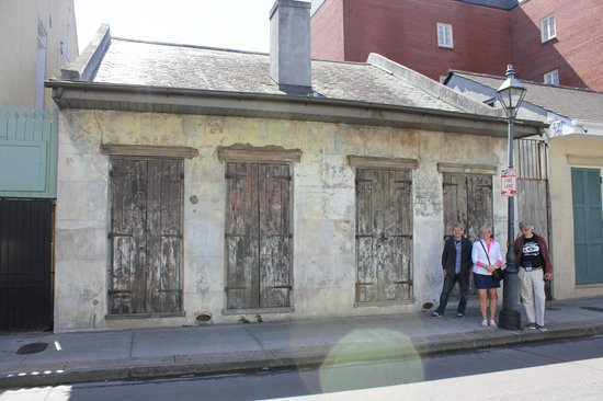 Lenny kravitz 39 s first house in new orleans picture of for First house music