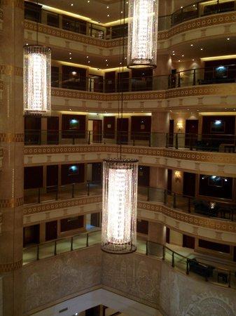 Oguzkent Hotel: Atrium of hotel