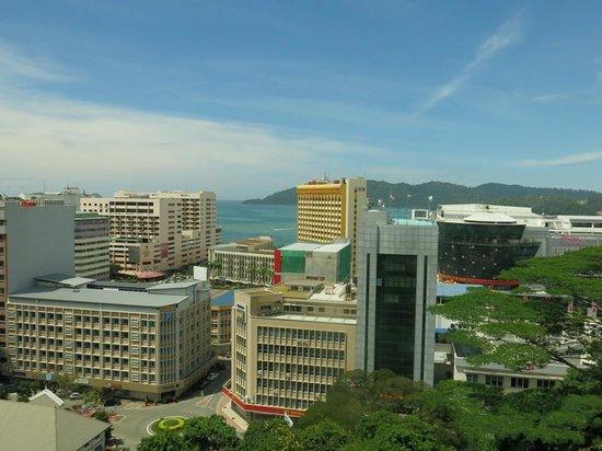 Horizon Hotel: Вид с холма на город