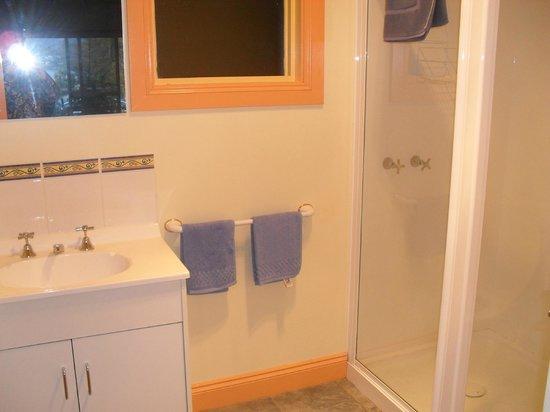 Smugglers Rest: Bathroom 2 br apartment
