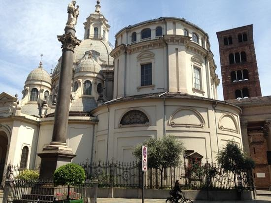 Santuario Basilica La Consolata : The Exterior