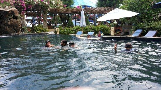 Villa Almarik Resort Lombok: The pool