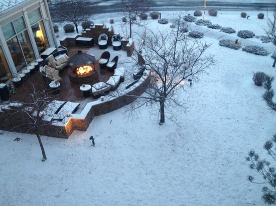 Hilton Garden Inn Denver Airport: The cozy firepit on a cold winter's evening