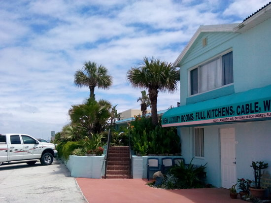 Daytona Shores Inn and Suites: Hotel entrance