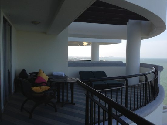 Hilton Hua Hin Resort & Spa : Suite Balcony